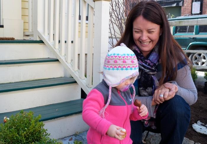 Jennifer fandetti and helper ©Kim Smith 2012
