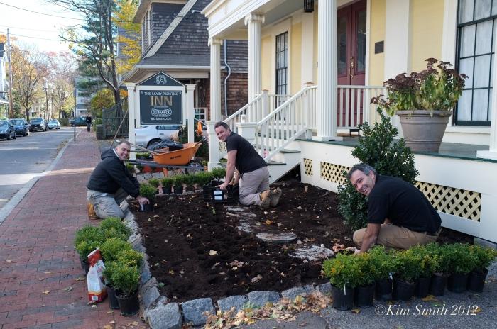 Mary prentiss Inn fall planting ©Kim Smith 2012