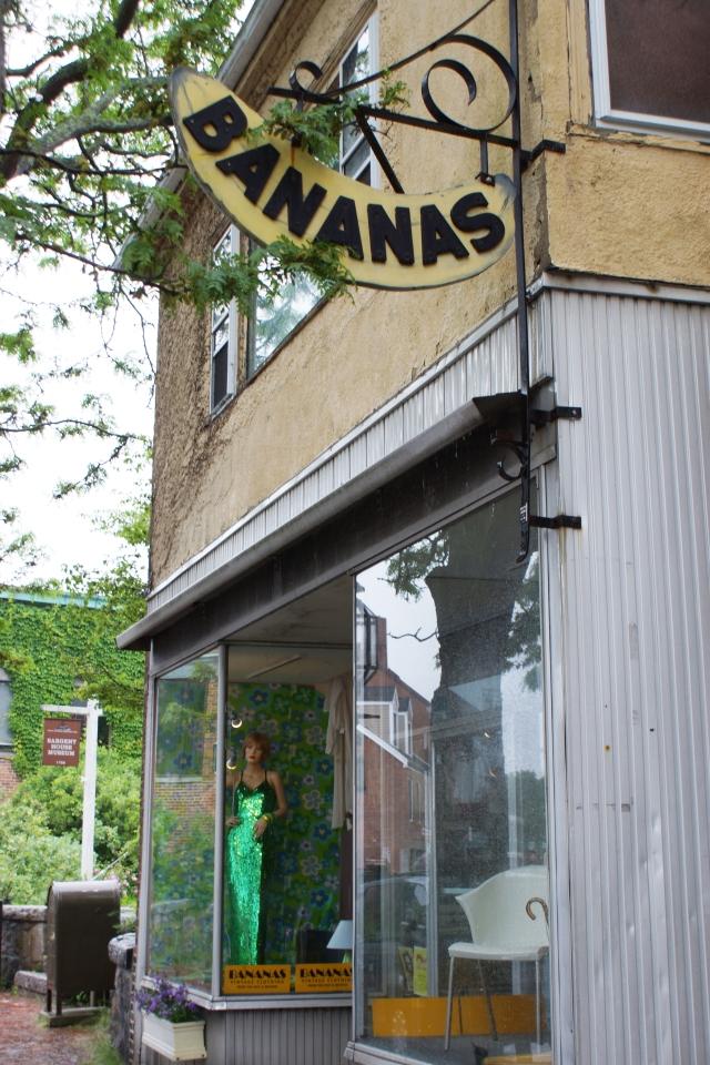 _Bananas façade