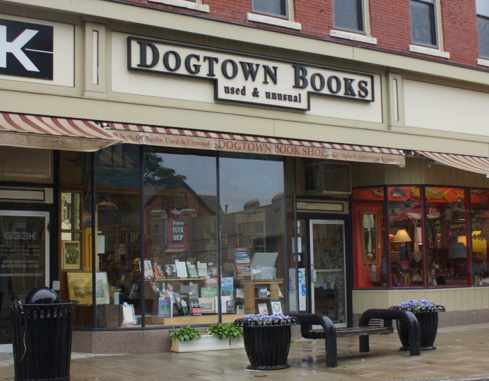 _Dogtown books façade