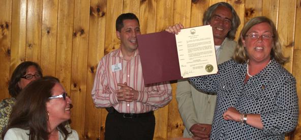 Mayor Kirk presents award to Jan Bordinaro