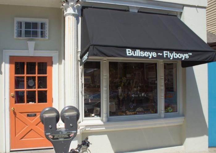 _Bullseye books façade