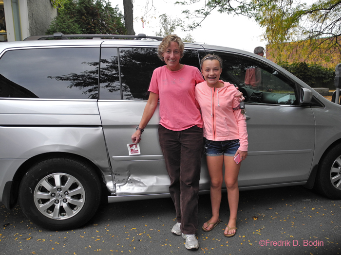 Here's the owner of the Honda that was hit, Robin Vaneck with her daughter Sophia. She just had her hair done at the West End Salon by Diane, who has cut my hair for the past 20+ years. What was amazing about Robin is that she wasn't bummed about the unfortunate accident. She smiled and had a positive attitude the entire time. Look at the photo: Daughter like mother? I'd say so.
