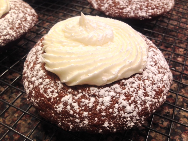 ginger bread muffin tops with mascapone frosting (28)