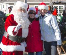 Santa thanking some Elves
