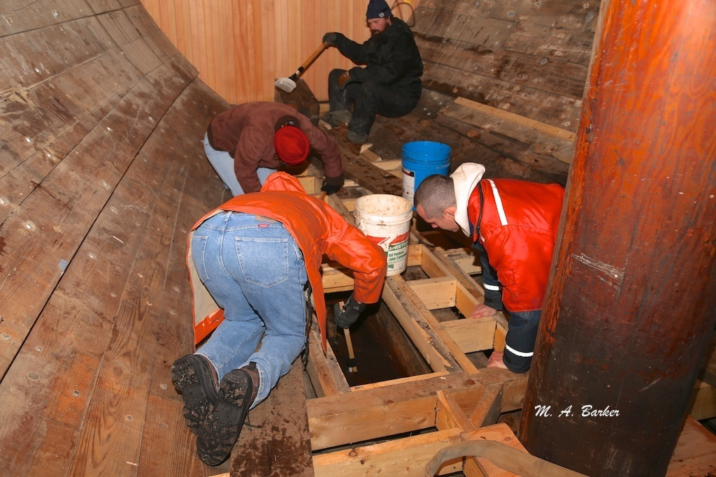 cleaning the bilge 476