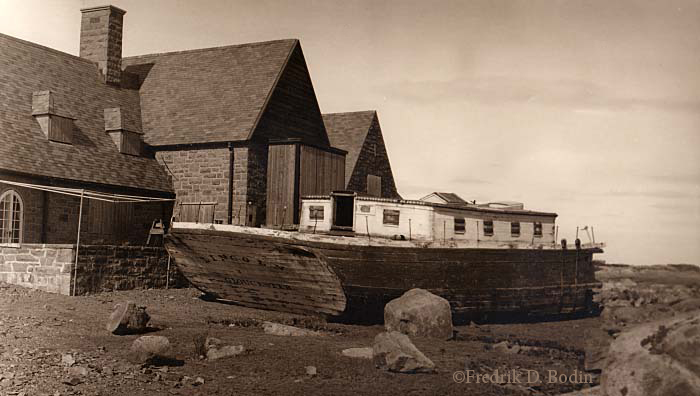 The Great Storm of 1931 broke the Schooner Lincoln in half and hard aground on Eastern Point. The wreckage of the stern  was cut up by local children.