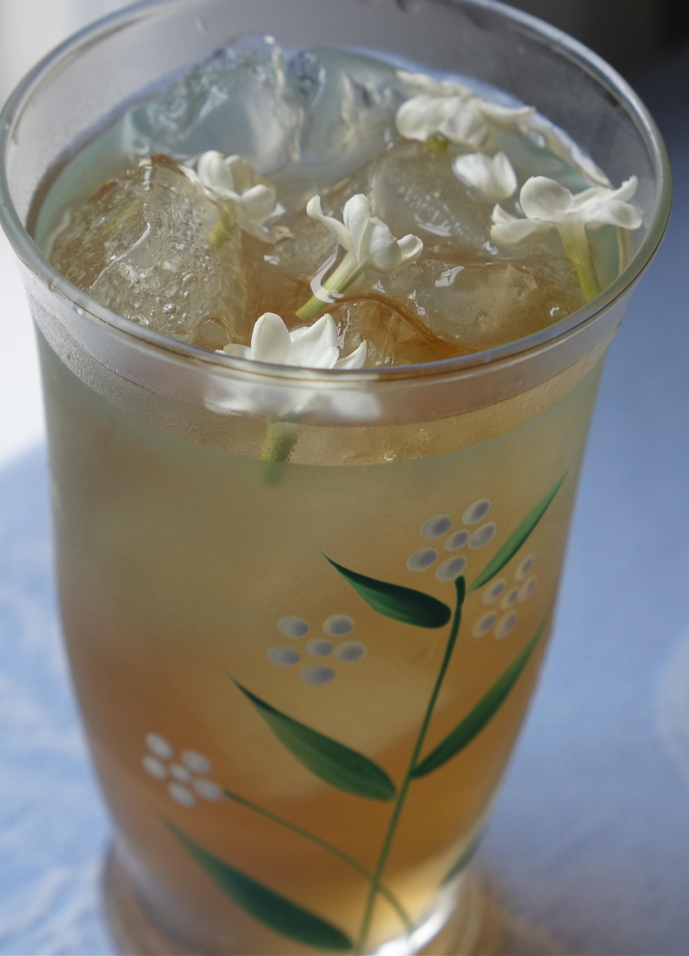 How to make jasmine tea with fresh jasmine flowers jasmine flower ice tea jasminium sambuc kim smith 2014 izmirmasajfo Gallery