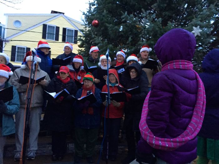 Carolers really cranking it up. Hey, wait a minute, I saw some of these people at the Photography show over in Magnolia the night before!