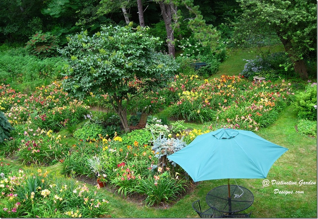 FORMAL DAYLILY BEDS at Distinctive Garden Designs
