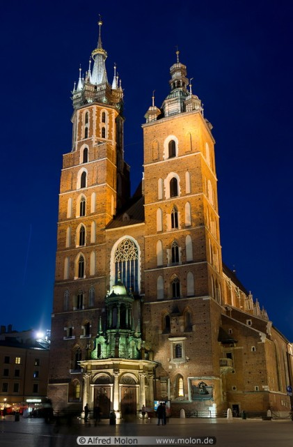 02-st-mary-basilica-at-night