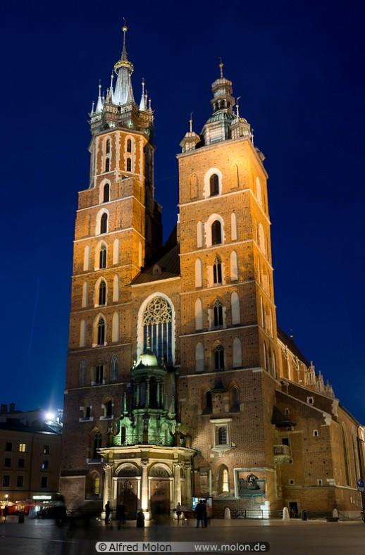 02-st-mary-basilica-at-night