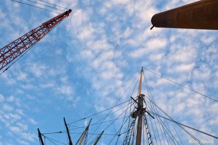schooner-lynx-gloucester-mast-crane-piling-copyright-kim-smith
