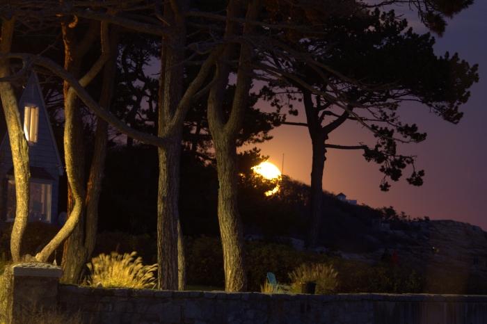november-14-2016-super-moon-peaking-around-normans-woe2