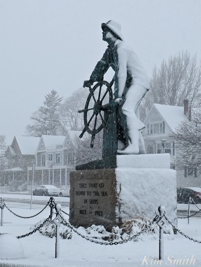 gloucester-fishermans-memorial-man-at-the-wheel-copyright-kim-smith