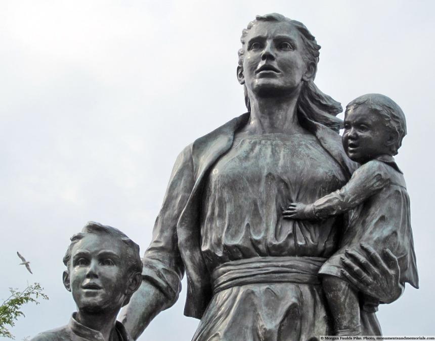 gloucester-fishermens-wives-memorial-sculptor-morgan-fileds-pike