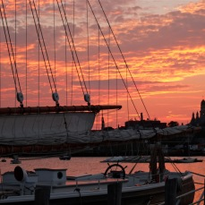 schooner-adventure-sunset-gloucester-harbor-2-copyright-kim-smith