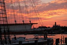 schooner-adventure-sunset-gloucester-harbor-2-copyright-kim-smith