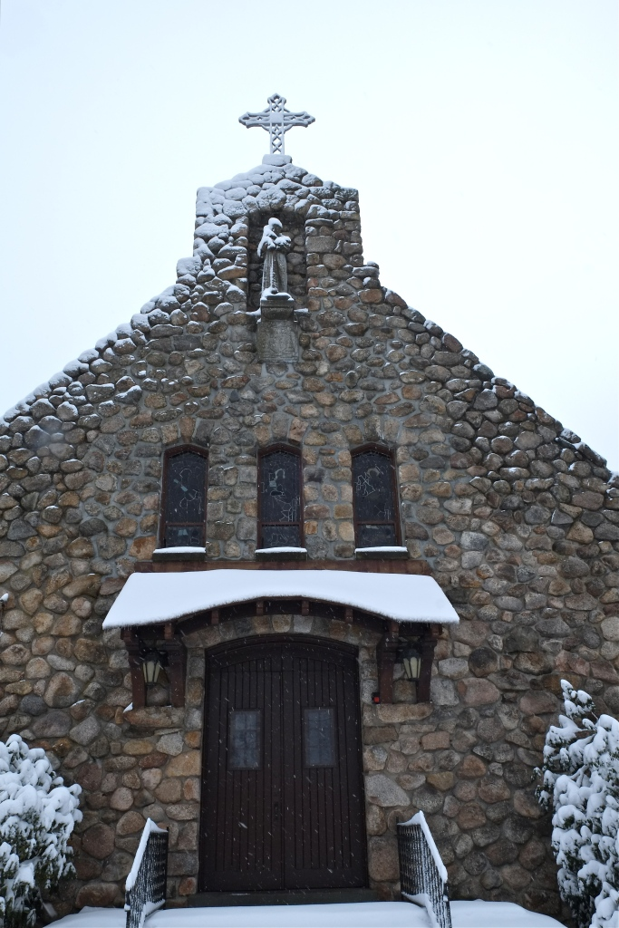 st-anthonys-by-the-sea-chapel-gloucester-snowy-day-copyright-kim-smith