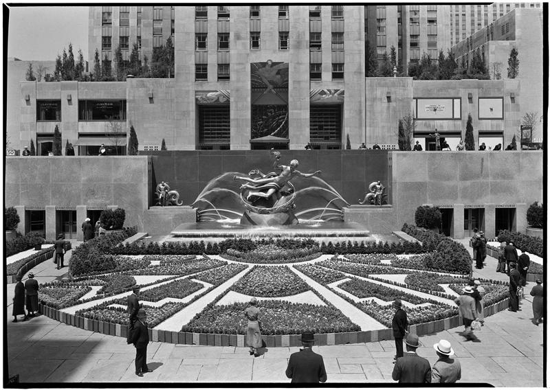 walk-in-new-york-new-york-vintage-rockefeller-center-city-garden-club-and-fountain-axis-from-above-1934
