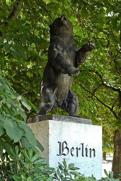 401px-Madrid_Parque_de_Berlin_Oso_de_Berlin