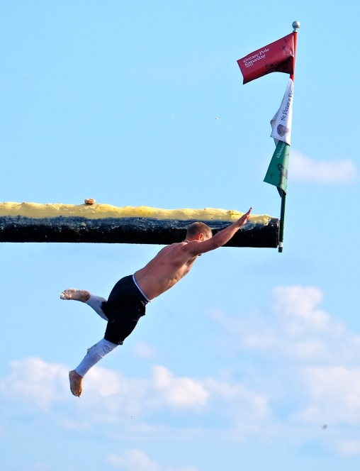Saturday Greasy Pole 2017 -72 copyright Kim Smith