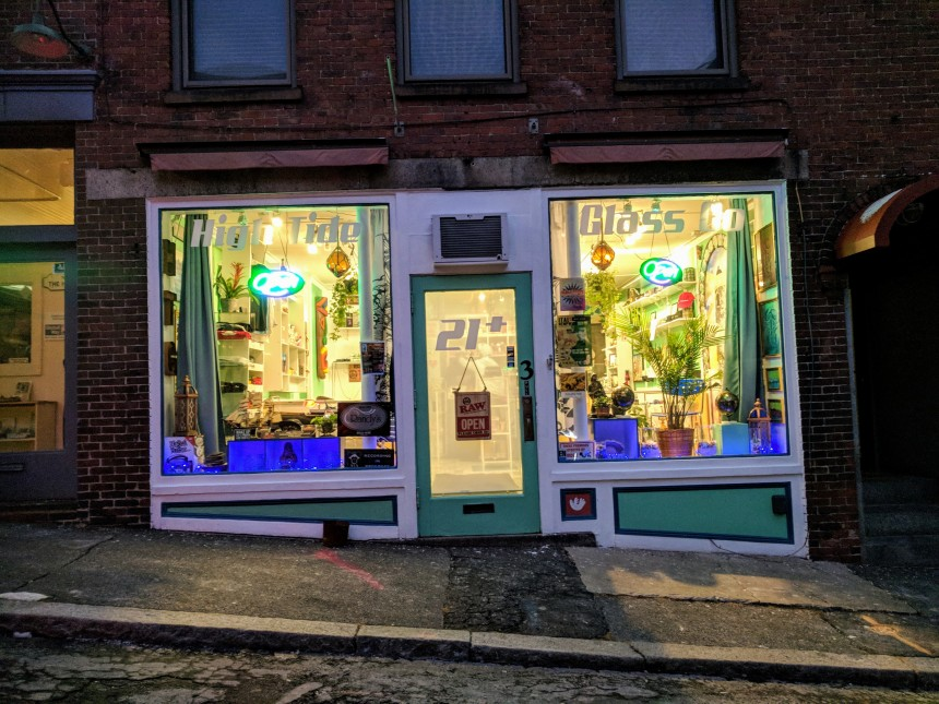 High Tide Glass Company 3 Center Street Gloucester MA former space of Art Room Boutique January 2018.jpg