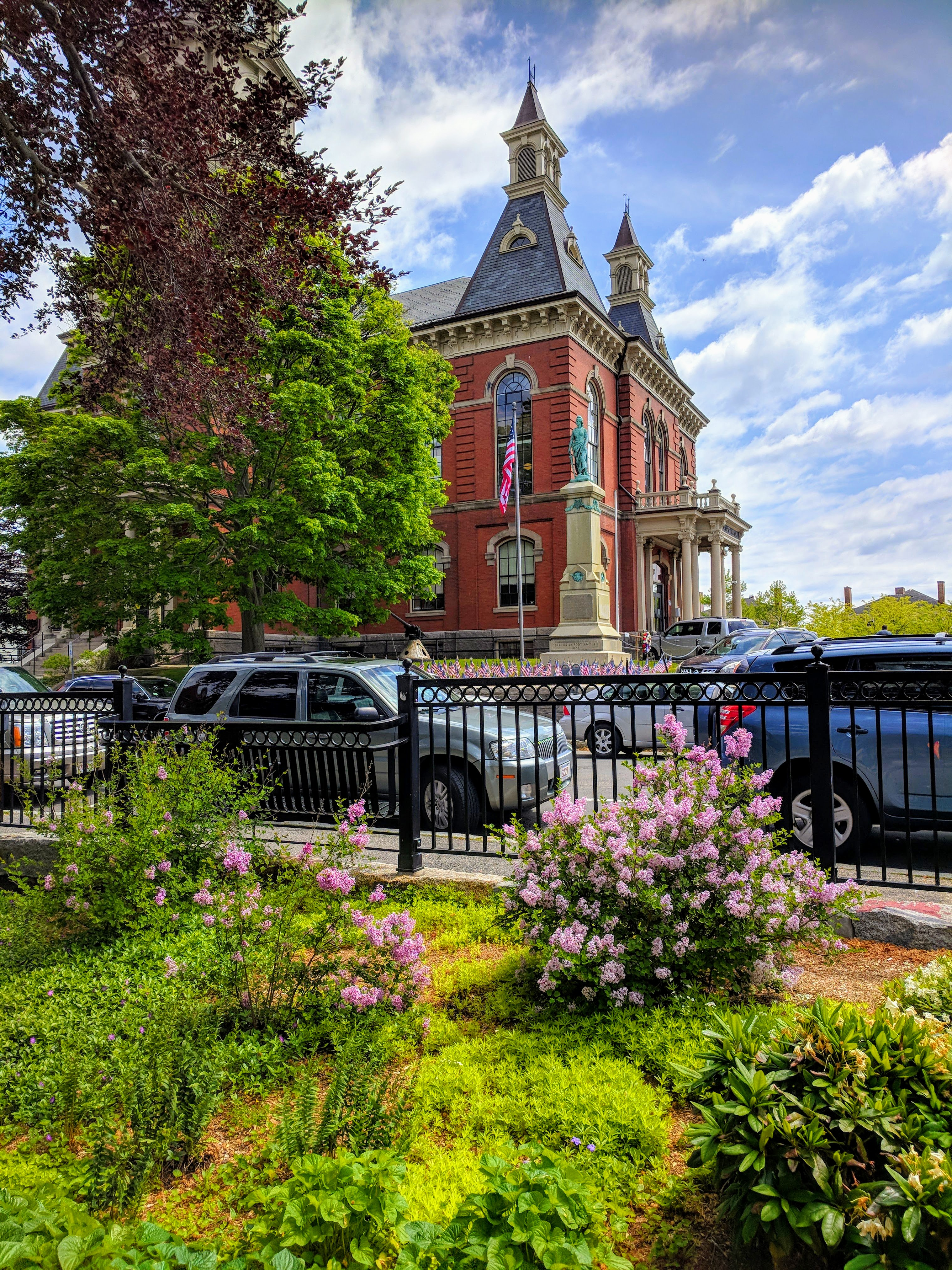 looking to City Hall from Sawyer Free _May flowers spring 2018_©c ryan