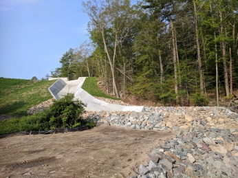 2018 July 2 Haskells Pond Dam reconstruction Gloucester Massachusetts Department of Public Works directing SumCo_ photograph ©c ryan (8)
