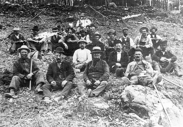 Clearing Haskells pond late 1901 © courtesy historic photo from collection Bruce Roberts