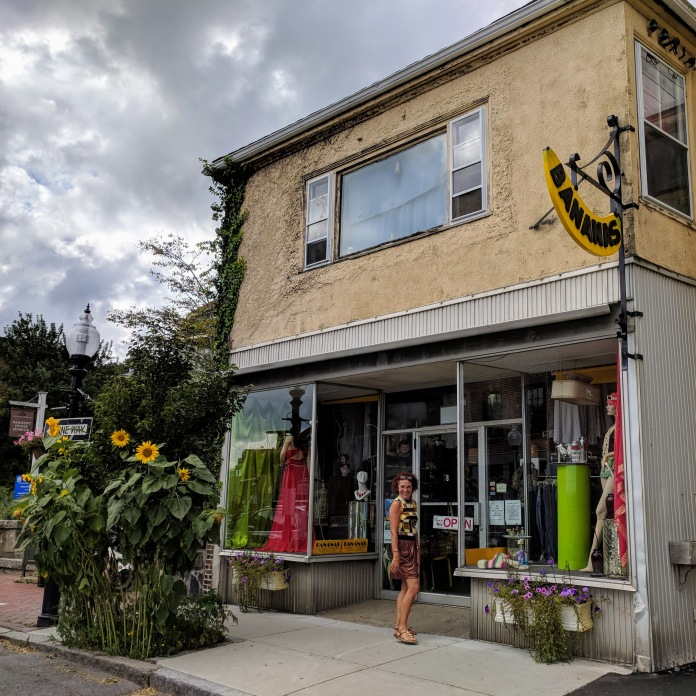 Sunflowers at every turn _ Bananas new window display _ Main Street _ downtown Gloucester Mass©c ryan 2018 Aug 30 (6)