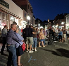 crowd forms street tenor and musicians gloucester block party_20180831_c ryan