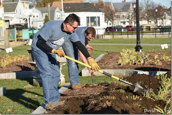2018 11 7 Gen Gardeners Replanting Tulips 033