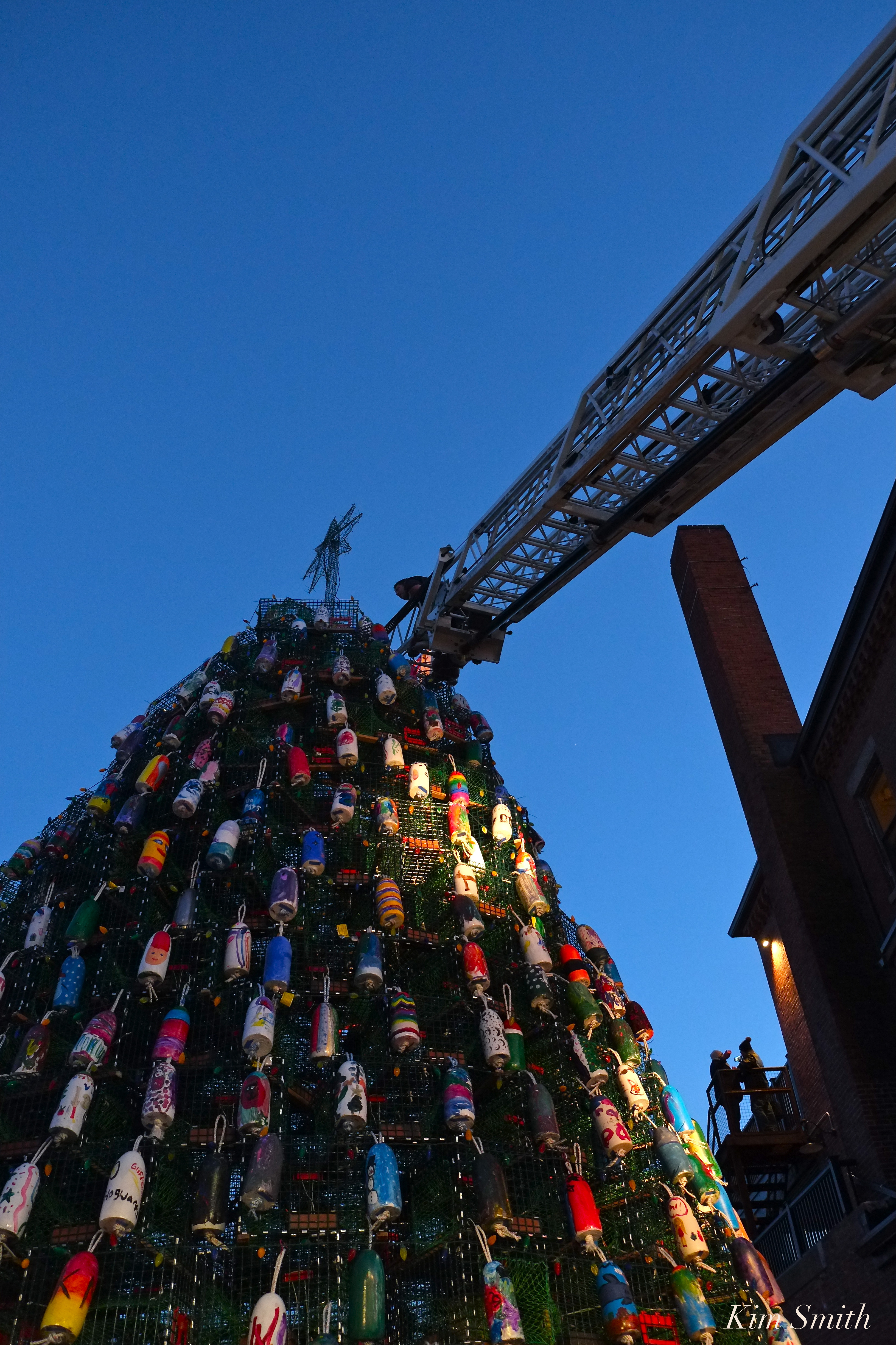 A FEW MORE SNAPSHOTS FROM LAST NIGHT'S BEAUTIFUL LOBSTER TRAP TREE LIGHTING EVENT – Good Morning ...