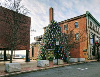 Main Street_Lobster Trap Tree_one Sunday morning_holiday traditions best in new england_20181209_©c ryan