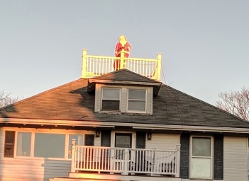 santa_Up on the rooftops_Gloucester MA_20181223_© c ryan