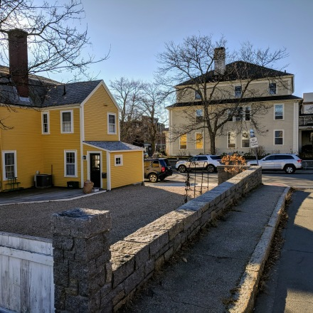 winter yellow_Warren St and Dale Ave_20181207_Gloucester MA_ motif© c ryan