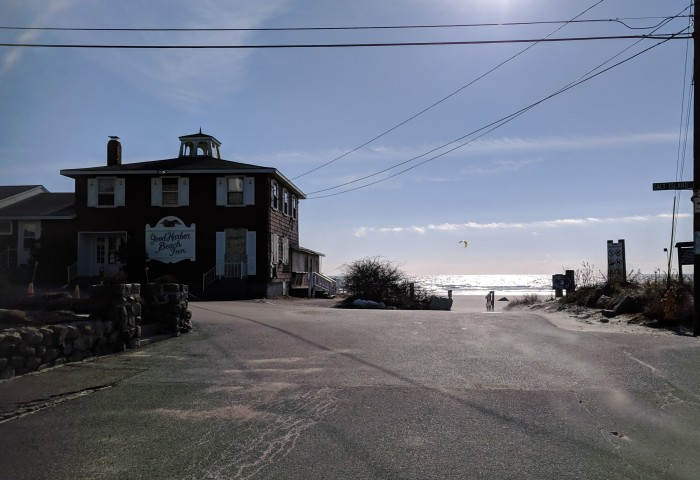 distinct sail shapes visible by good harbor beach motor inn and across marsh before one reaches ocean_20190127_kitesurfing jan 27 2019 gloucester mass © catherine ryan