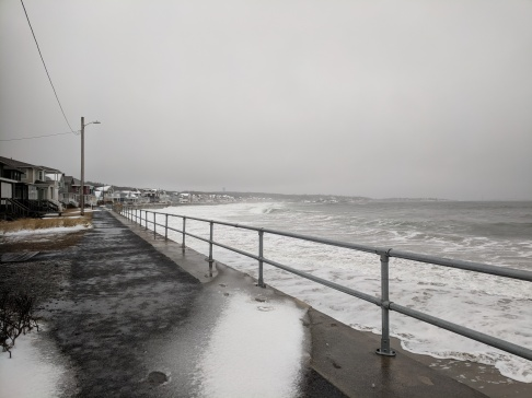 high tide _long beach_ waves reach seawall since 730am_ next tide may be worse_ this one ok so far_20190120_© catherine ryan