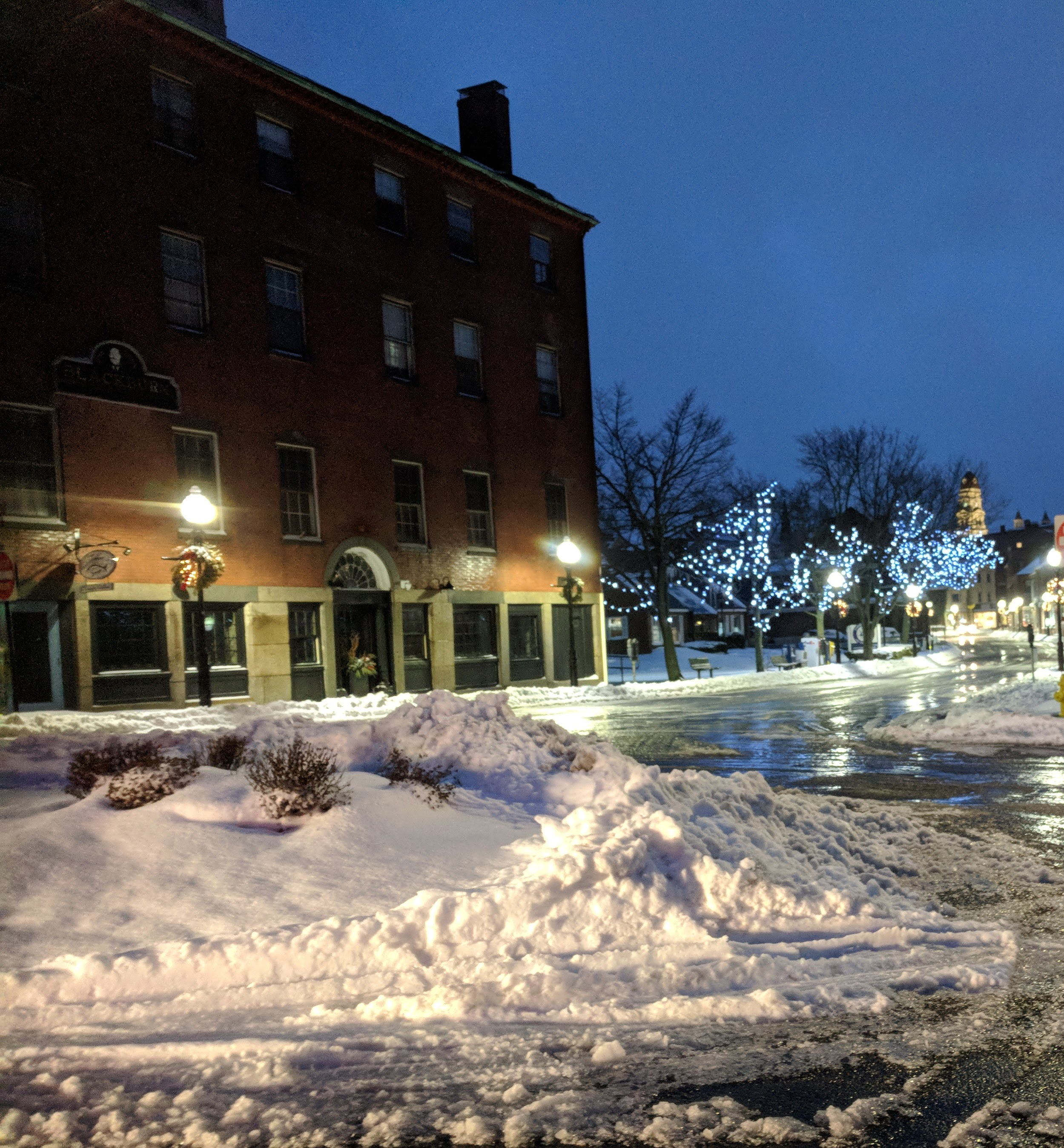 main street west end city hall in distance_20190120_gloucester ma© catherine ryan