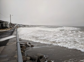 so this is high tide_some splash over since 730am_ railings are going to be icy_20190120_long beach_©catherine ryan