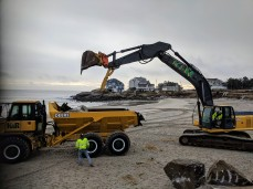 Long Beach walkway winter 2019 repairs on beach side_K&R heavy equipment for rip rap_20190208_Gloucester Rockport Mass© Catherine Ryan (1)