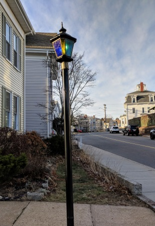 waiting for snow_look of vintage gas lamps Gloucester Mass _20181209_©catherine ryan