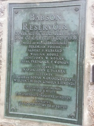 20160810_1931 bronze plaque babson reservoir