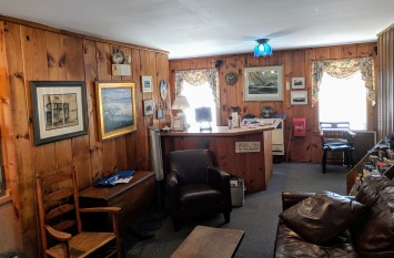 front desk_20190425_Good Harbor Beach Inn