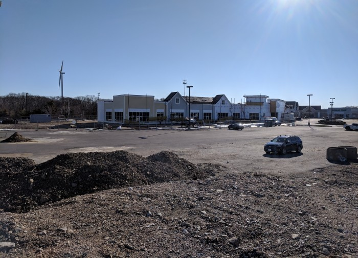 Gloucester Crossing construction moving along_20190417_© c ryan.jpg