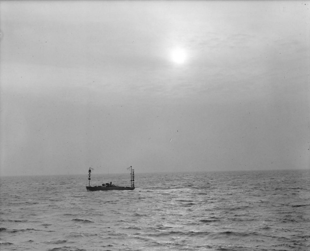 Hammond first radio boat off Gloucester_The boat is run from the shore as no one is aboard_photograph Boston Public Lib