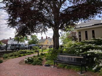 Rando Memorial garden blooming_20180530_downtown Gloucester Mass green spaces ©catherine ryan