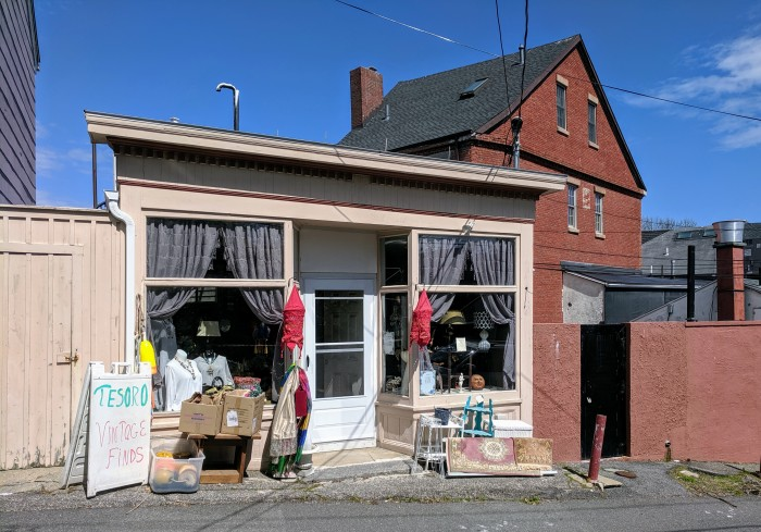 Tesoro Vintage Finds_Gloucester West End Main Street_20190516_© c ryan.jpg