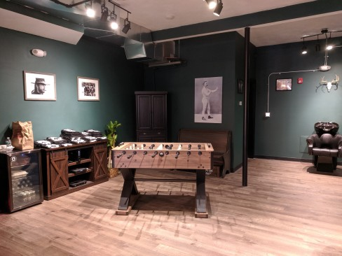 black bear barber shop_old school and modern vibe_20190528_man cave © c ryan (1)
